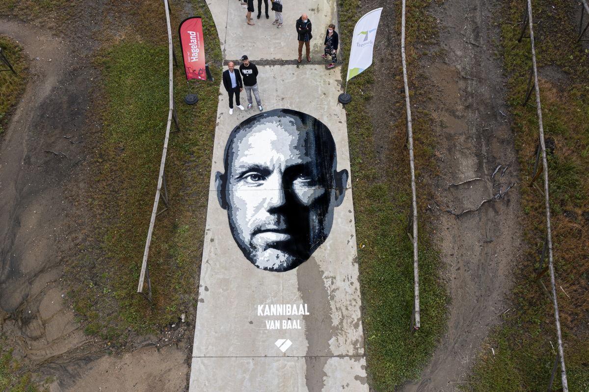 Street art van Puncheur als verjaardagscadeau voor 5 jaar Sven Nys Cycling Center in Baal