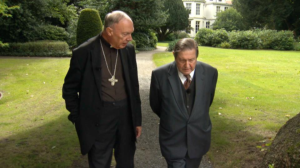 De ketter en de kerkvorst - Aartsbisschop  Léonard en Etienne Vermeersch - (c) VRT en Midlife Cowboy