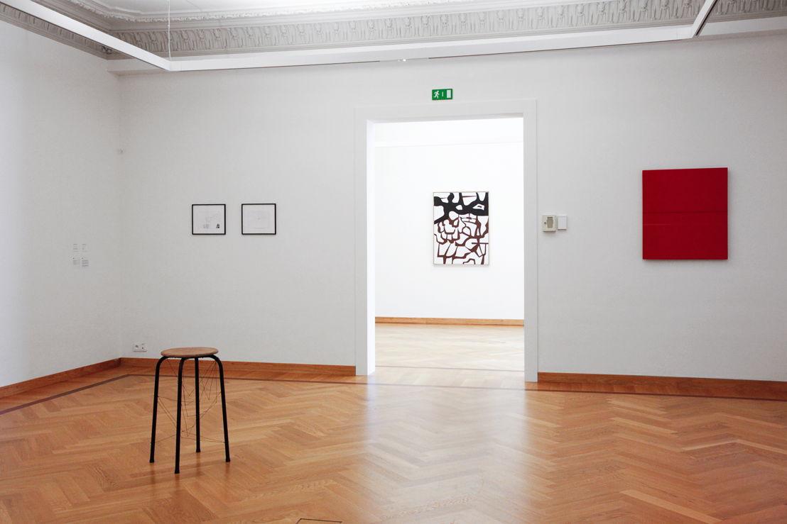Tentoonstelling Twisted Strings. Zicht op de werken van  Philippe Van Snick (links), Jo Delahaut (midden), Amédée Cortier (rechts). <br/>Foto (c) 2016 KK / www.document-architecture.com