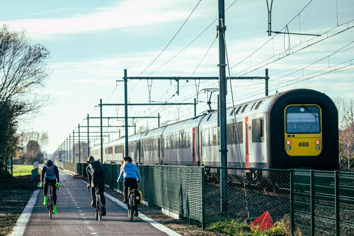 Einde werken stuk fietssnelweg F7 (Gent - Kortrijk) tussen de Karrestraat en de Beekstraat in Deinze