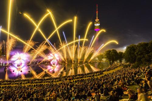 """""""The Circle of Light"""" – das größte Feuerwerk Deutschlands"""