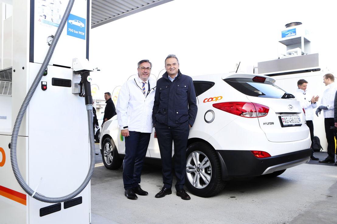 v.l.n.r. Diego Battiston (Managing Director, Hyundai Suisse) & Joos Sutter (Vorsitzender der Geschäftsleitung, COOP)