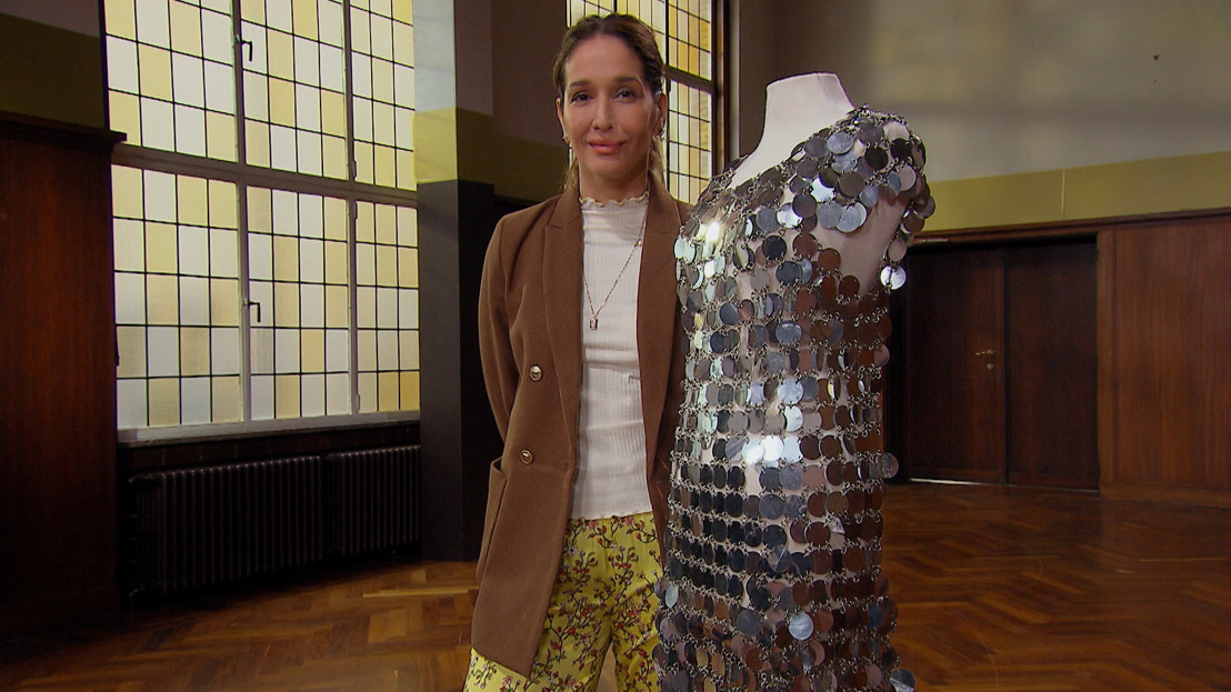 Tiany Kiriloff imponeert met metalic disc dress van topactrice Audrey Hepburn