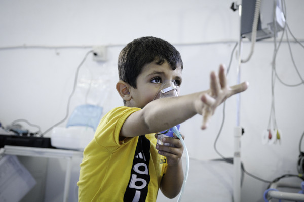 A boy with asthma receiving oxygen in the ER section of an MSF hospital in Syria. The dust had aggravated his asthma and he arrived at the MSF hospital unable to breathe. It was impossible for his parents to find an asthma inhaler in Syria.   ADDITIONAL INFORMATION / SHOTLIST:As at July 2013, MSF runs six hospitals, four health centers and several mobile clinic programs in Syria, as well as managing an extensive activity of supplying medical and emergency relief supplies to hospitals and clinics on both sides of the conflict. Alongside direct victims of the war, there are thousands of indirect victims; such as patients with chronic diseases and pregnant women with delivery complications who no longer have access to any health services. Photographer: Robin Meldrum