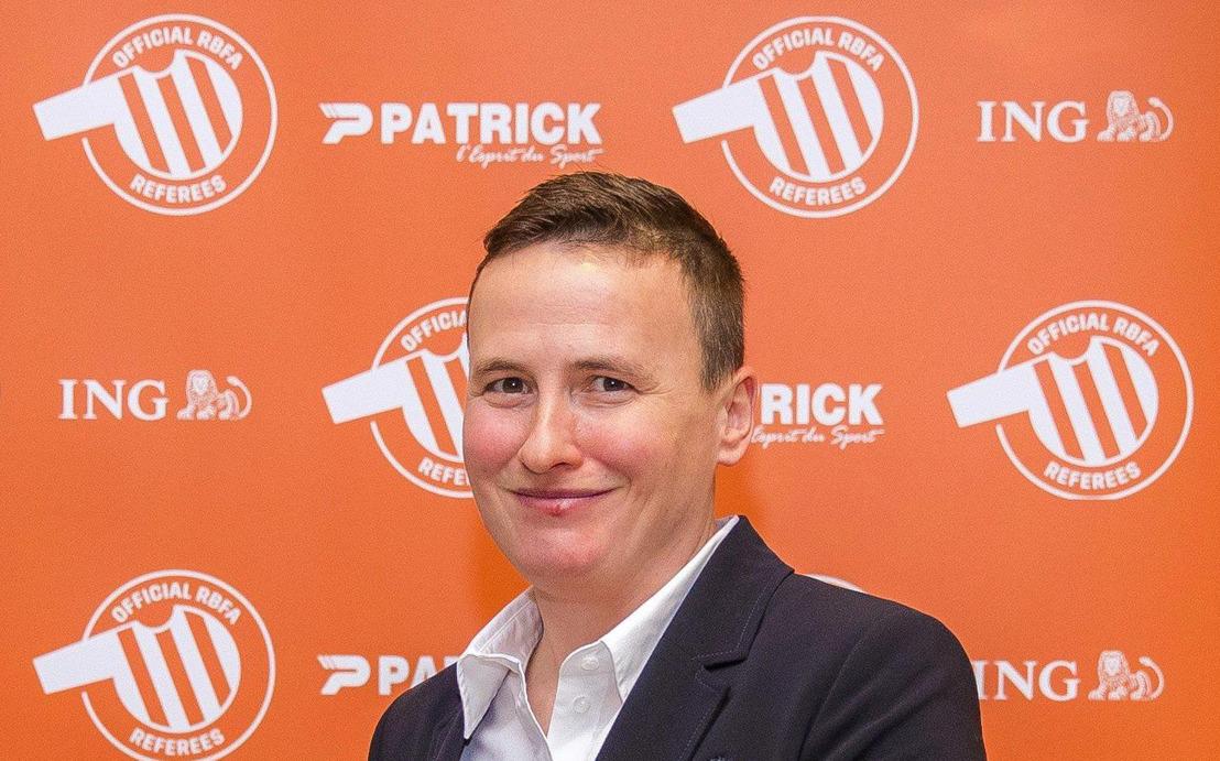 Ella De Vries terug op het hoogste niveau van het Belgische mannenvoetbal