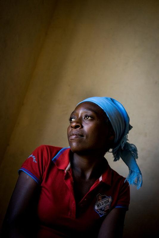 Portrait of Ngonidzashe (28) at home. © Melanie Wenger