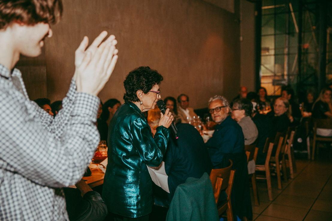 Marian Goodman en la cena de inauguración de la exposición del artista Gabriel Orozco