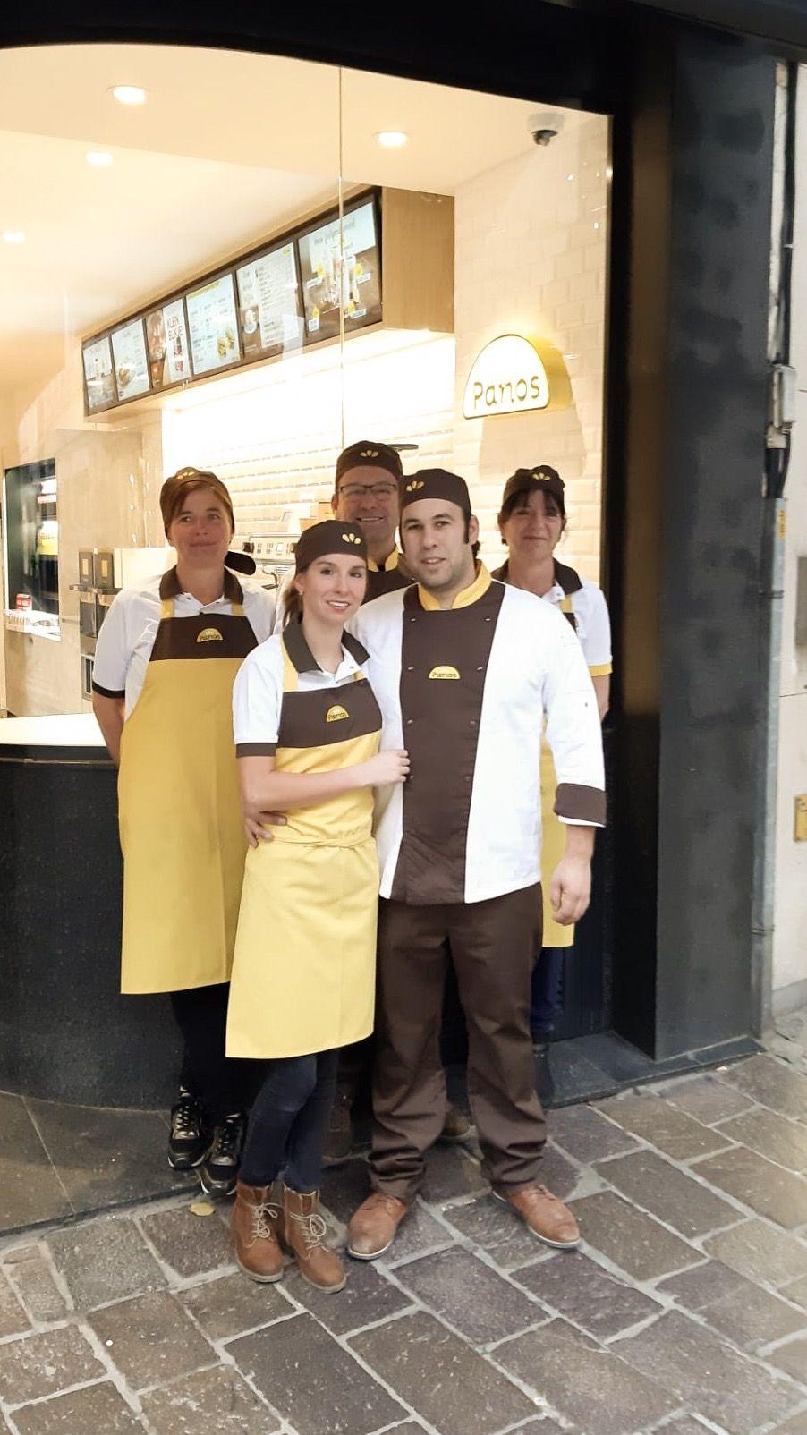 Pieter Saron, Kimberly Lefevere en hun team voor de nieuwe Panos-winkel in de  Zuidzandstraat.