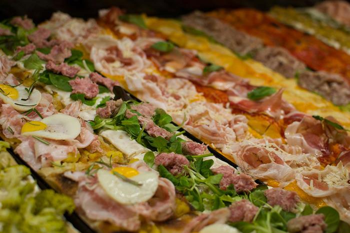 Preview: Forno Brisa premiato anche quest'anno con le Tre Rotelle della guida Pizzerie d'Italia 2022, il massimo riconoscimento per la pizza in teglia.