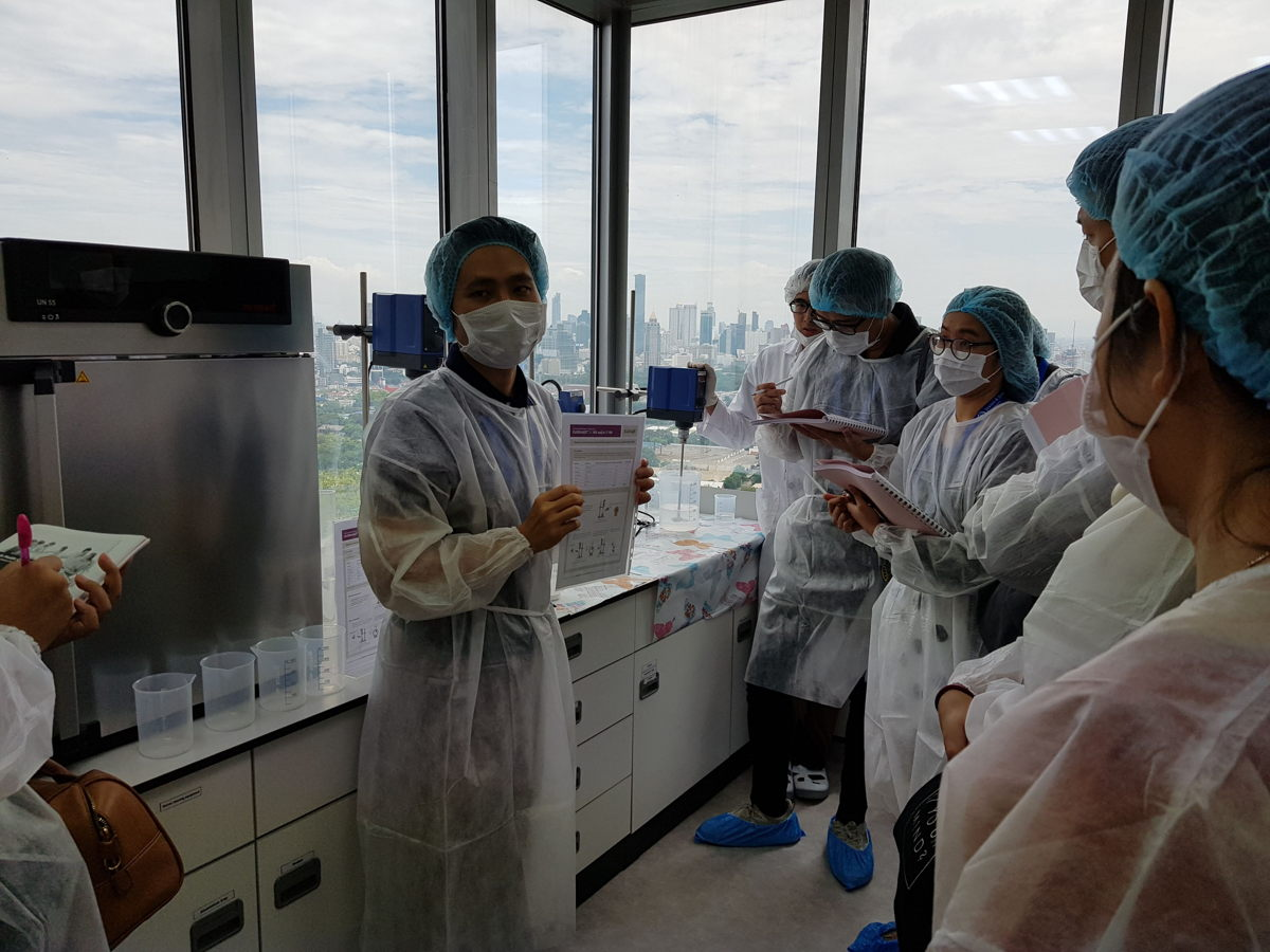 Participants benefited from a live lab demonstration during the workshop.
