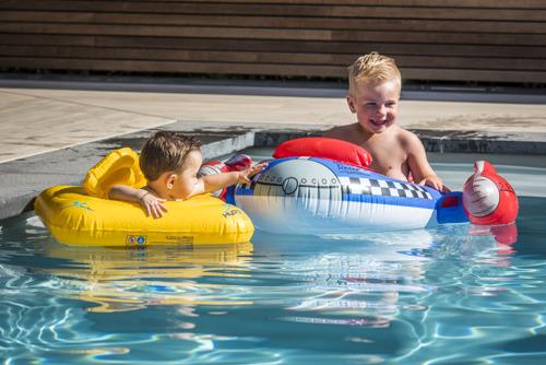 6 propriétaires de piscines sur 10 achètent une piscine pour encourager les moments en famille