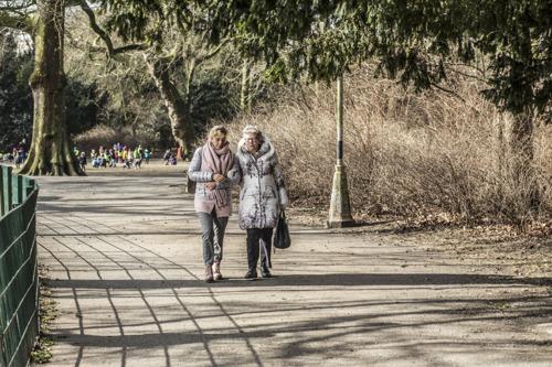 Helpper enquête sur la solitude : Le tabou interdisant de demander de l'aide doit être brisé