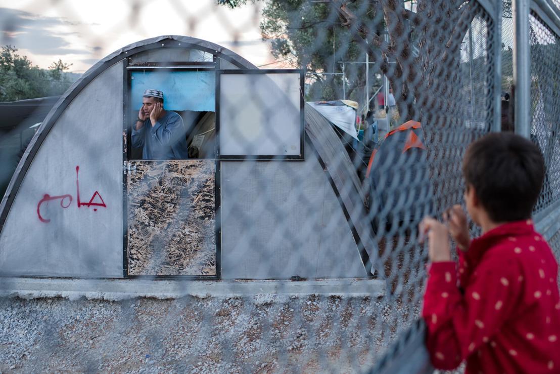 Aumentan los intentos de suicidio y las autolesiones entre los niños refugiados atrapados en el campo de Moria