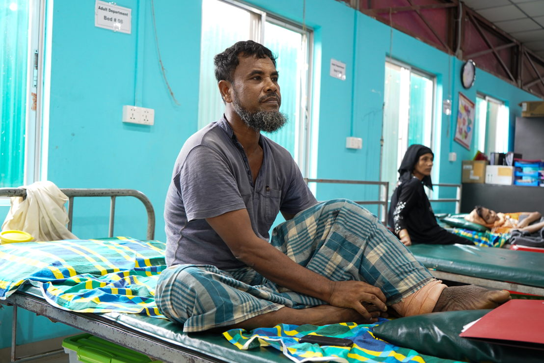 A patient sits on his bed at MSF's medical facility in Kutupalong. Photographer: Dalila Mahdawi