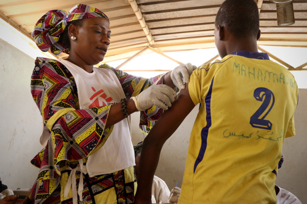 Photo shows an MSF meningitis vaccination campaign in Niamey region. An MSF nurse is vaccinating a teenager in a health centre. Taken 21 April 2017, credit Sarah Pierre/MSF
