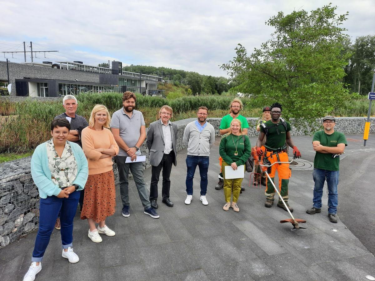 De INL-ploegen van Pro Natura gaan, met steun van de provincie, de natuur beheren in de omgeving van het station van Liedekerke