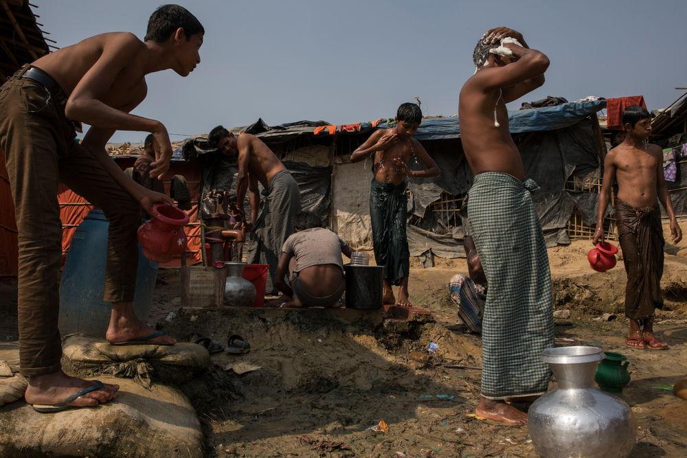Zicht op het geïmproviseerde kamp van Jamtoli © Anna Surinyach
