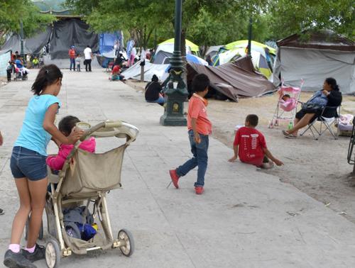 Cientos de personas deportadas por Estados Unidos se encuentran varadas en Reynosa