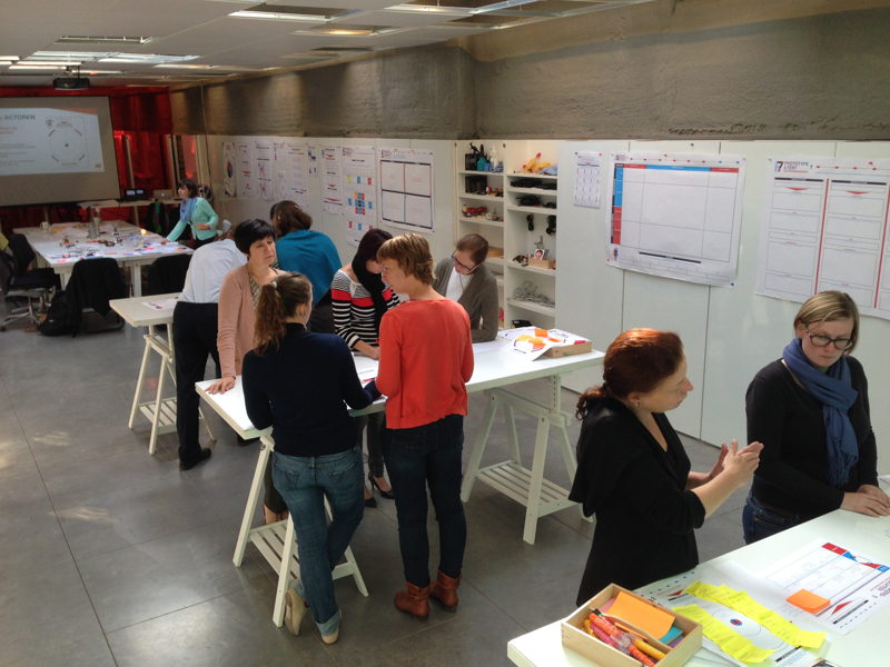 Service design opleiding in designstudio. Fotografie: Namahn. Kristel Van Ael & Joannes Vandermeulen, Namahn - Henry van de Velde Lifetime Achievement Award 16