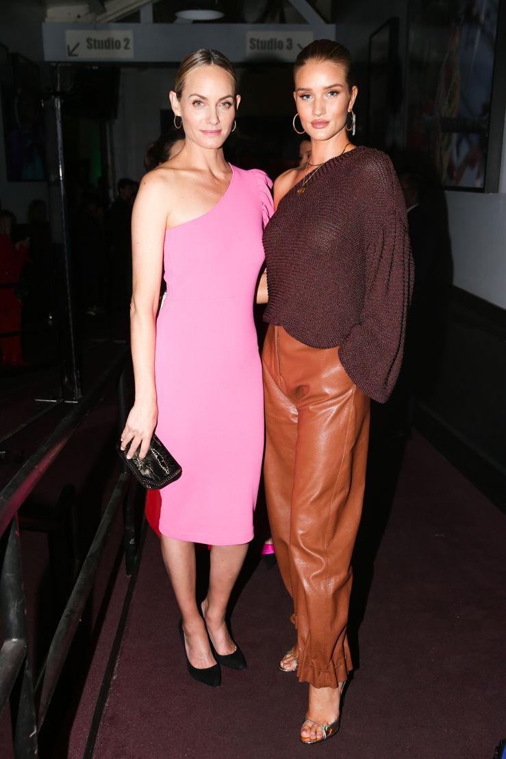 Amber Valletta y Rosie Huntington-Whiteley