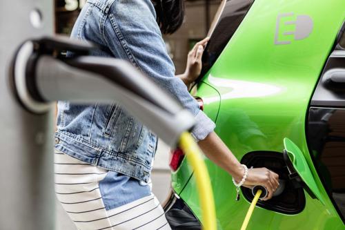 Brussel krijgt elektrische laadpalennetwerk
