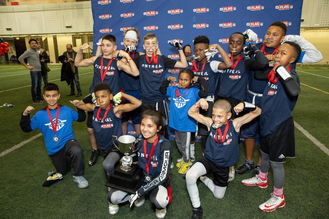 Flight School, équipe gagnante du tournoi de championnat de flag-football de la LCF/NFL à Edmonton. Crédit : LCF.ca