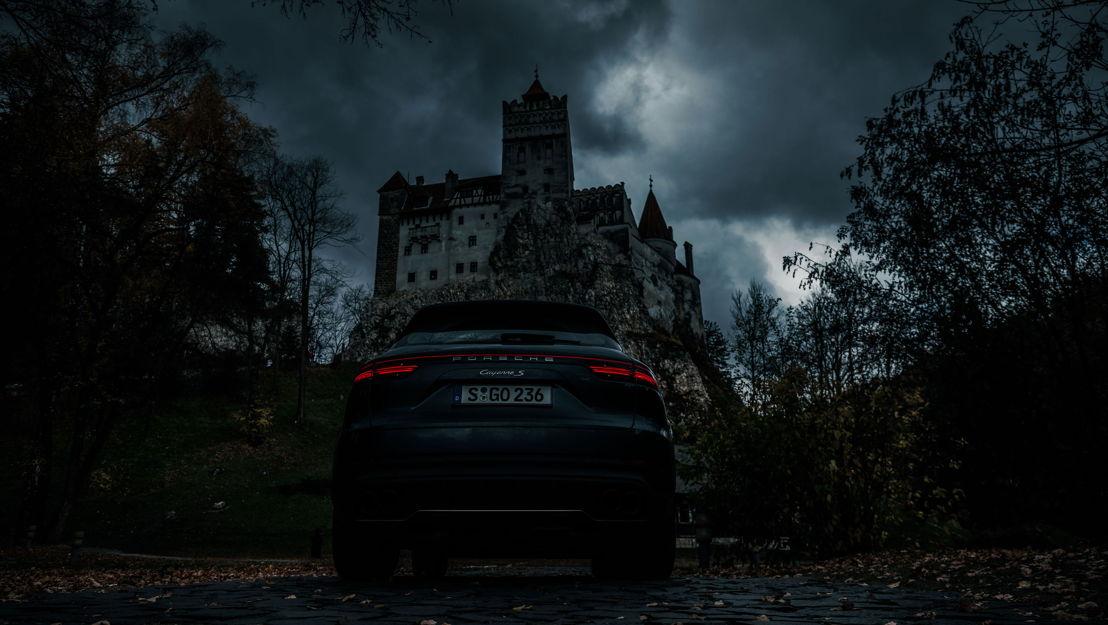 ...hasta que el impresionante Castillo de Bran se eleva sobre él en el horizonte.
