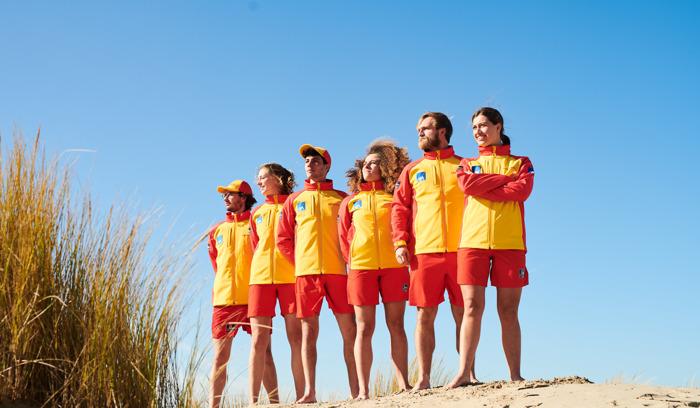 Strandredders aan de kust krijgen gloednieuw uniform
