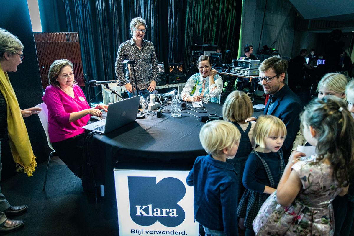 Klara-presentatrice Katelijne Boon aan tafel met nethoofd Chantal Pattyn – Iedereen Klassiek 2019  – © VRT