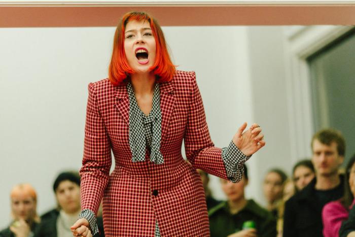 Performance art wervelwind Nora Turato komt naar Beursschouwburg