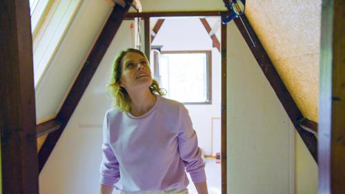 Dina Tersago op werfbezoek in Vakantiehuis for Life
