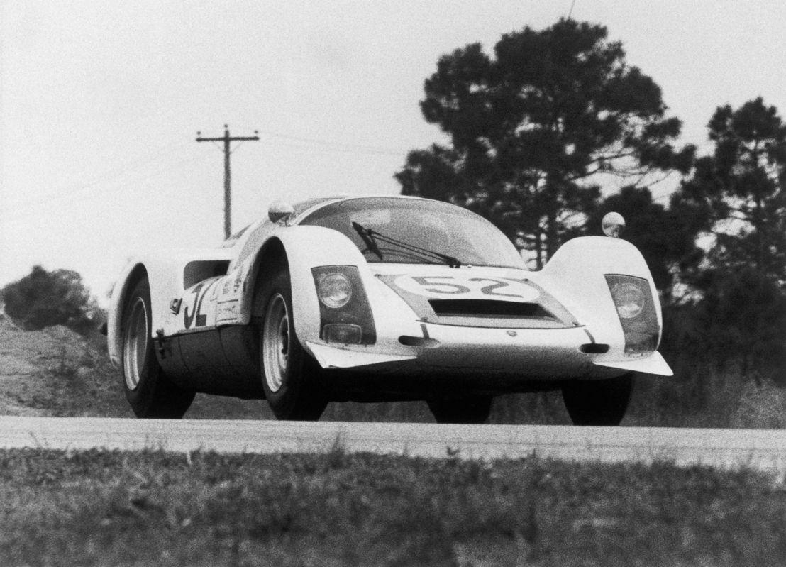 1966. El Porsche el 906 Carrera 6 en las 12 Horas de Sebring
