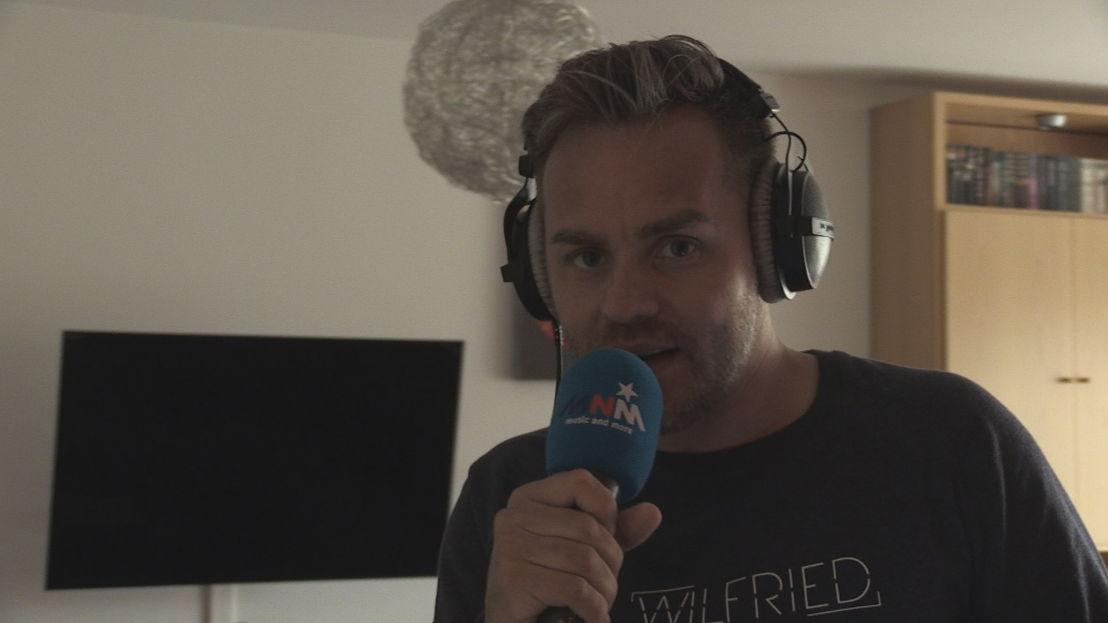 9. Live radio in huis met Peter Van de Veire<br/>Sorry voor alles (c) VRT
