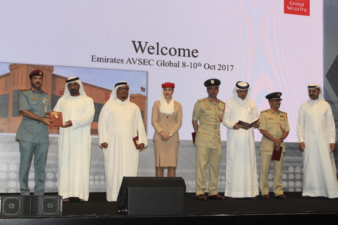 H.H. Sheikh Ahmed bin Saeed Al Maktoum, Chairman and Chief Executive, Emirates Airline and Group with the recipients of the special appreciation awards at AVSEC Global 2017