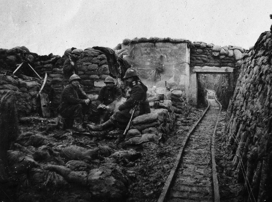 Belgische soldaten in de 'Dodengang' in Diksmuide - (c) Koninklijk Legermuseum