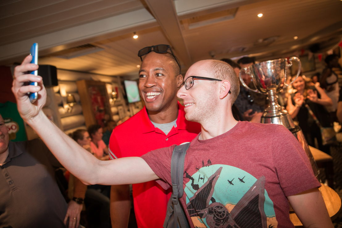 Henry Burris posing with a fan. Photo Credit: Jim Ross/CFL