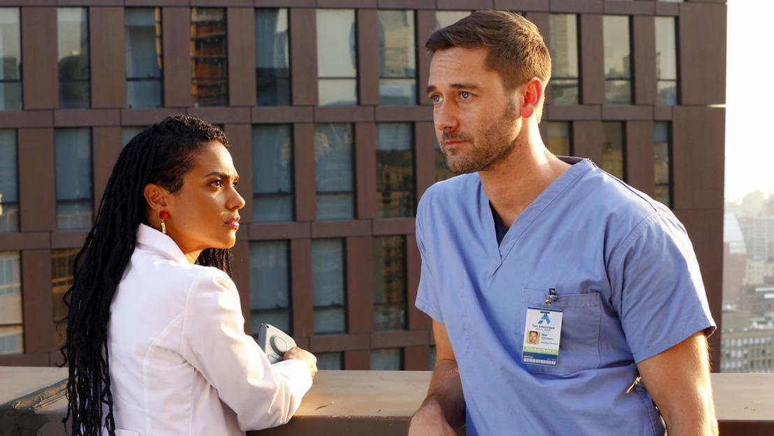 Een knappe, rebelse dokter met een missie in het nieuwe medische drama New Amsterdam vanaf morgen op VIJF