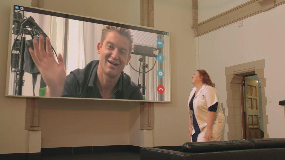 Dokter Bea (Eva Van der Gucht) en Jani Kazaltzis (afl 3 ) - (c) De Mensen