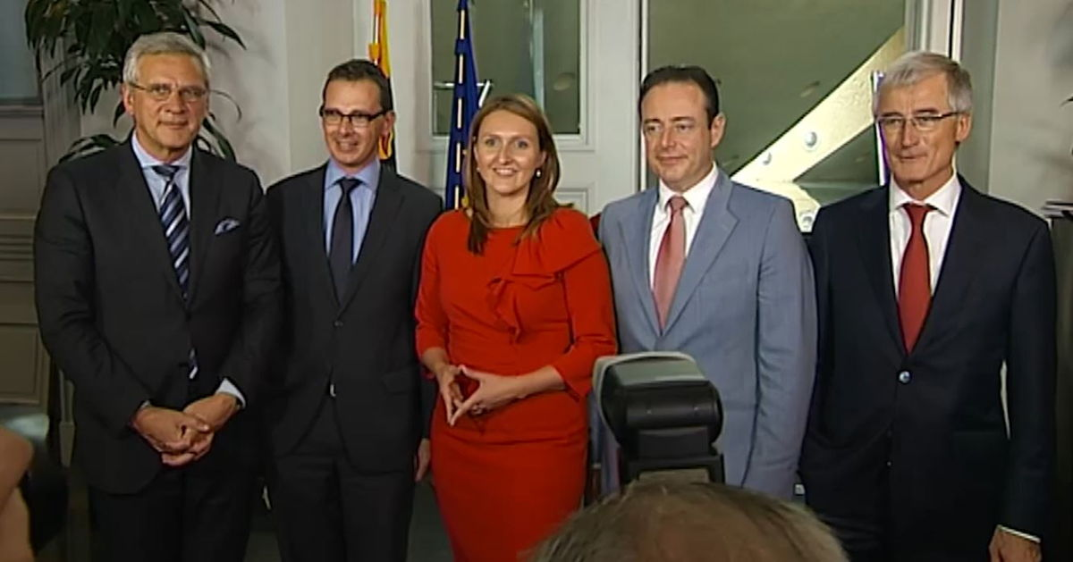De liberalen wurmen zich in de Vlaamse regering in 2014