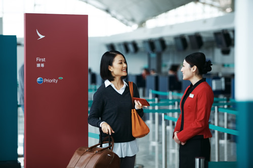 Cathay Dragon celebrates the launch of an exciting new era Customers and staff herald the launch of the airline's rebranding, which will provide a more seamless travel experience for all