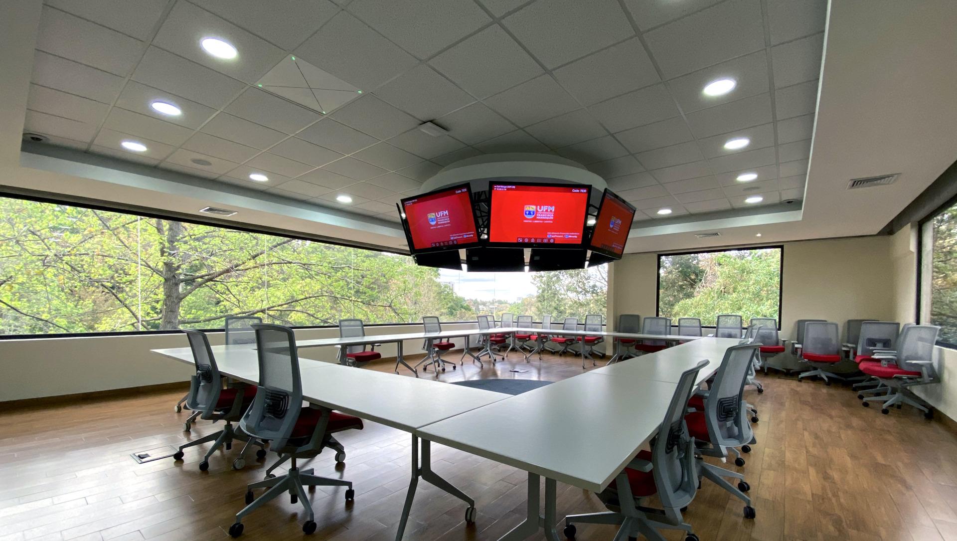 Sennheiser TeamConnect Ceiling 2 skal revolusjonere oppkoblingen og kommunikasjonen på Universidad Francisco Marroquín i Guatemala.