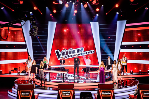 Een vuurdoop, vuurwerk én een extra rode stoel in de eerste liveshow van The Voice van Vlaanderen