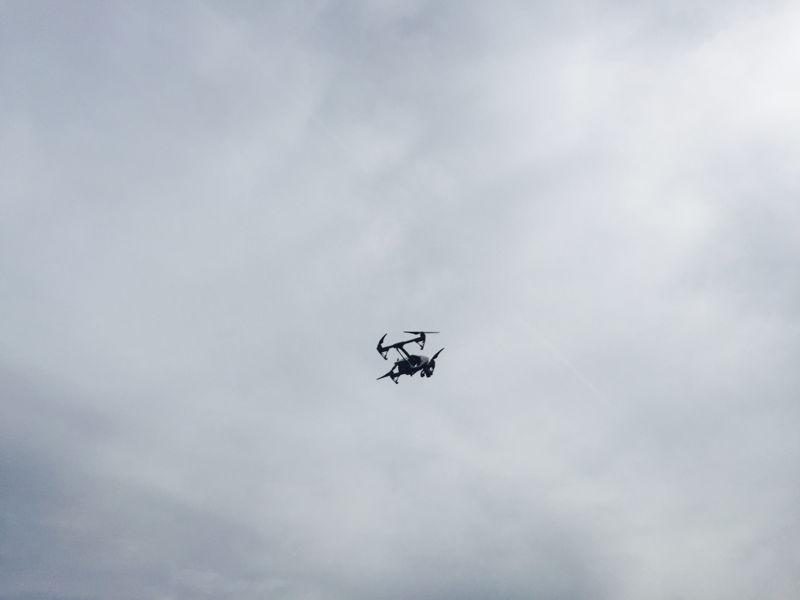 Drone vliegt over bedrijfssite in West-Vlaanderen