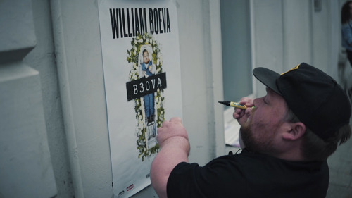 William Boeva trapt tournee op gang met hilarische trailer
