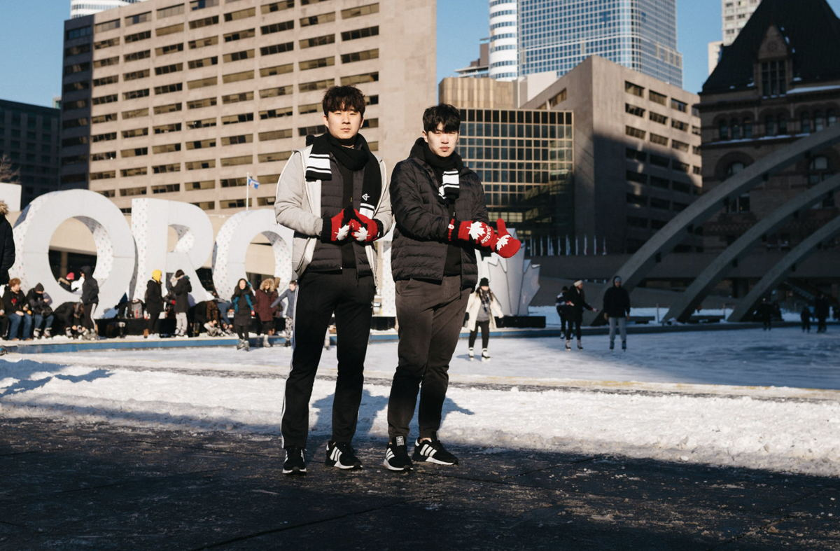 Envy and Asher at the Toronto Sign, City Hall (credit: @deunk)