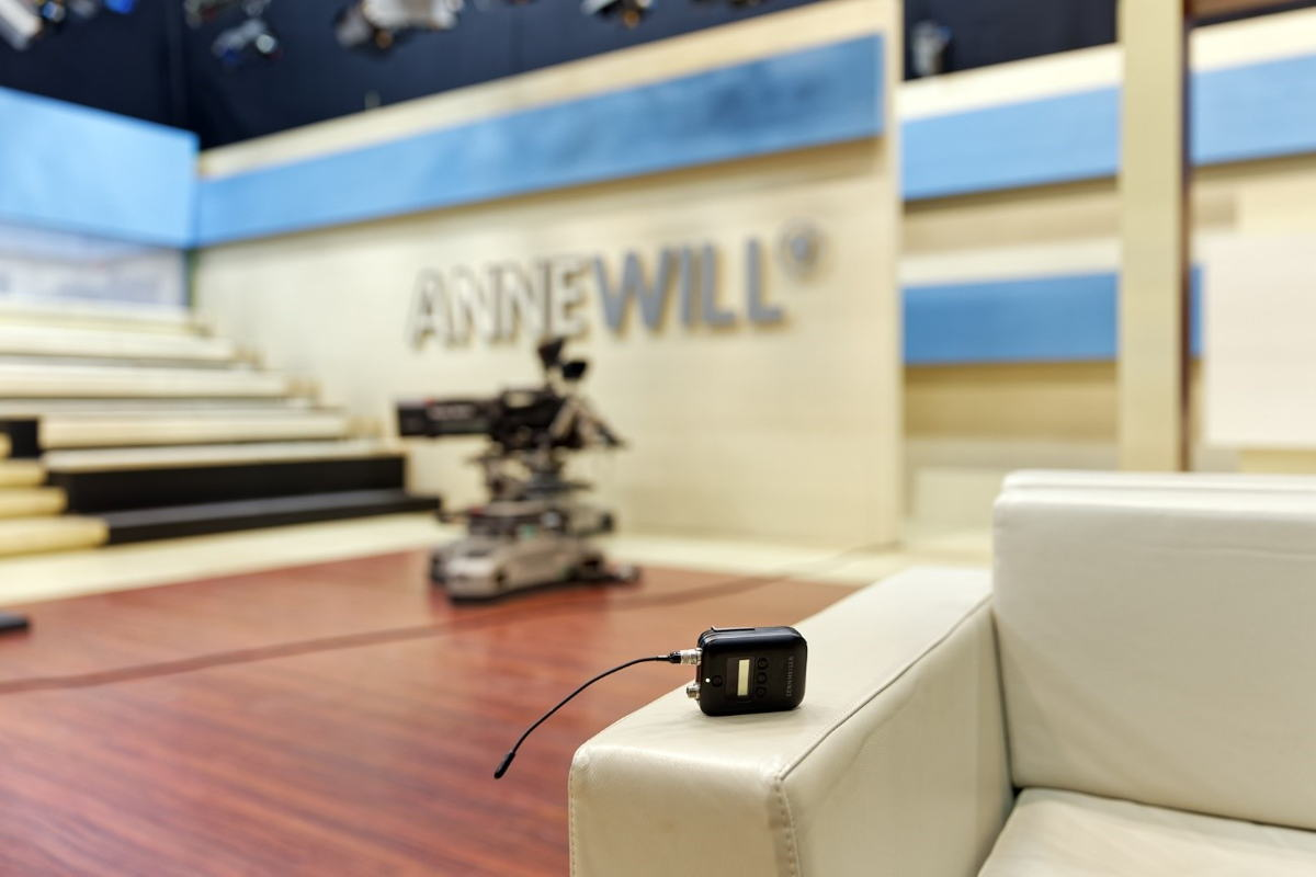 In a shootout, the Sennheiser Digital 6000 systems demonstrated their superiority over other systems on the market