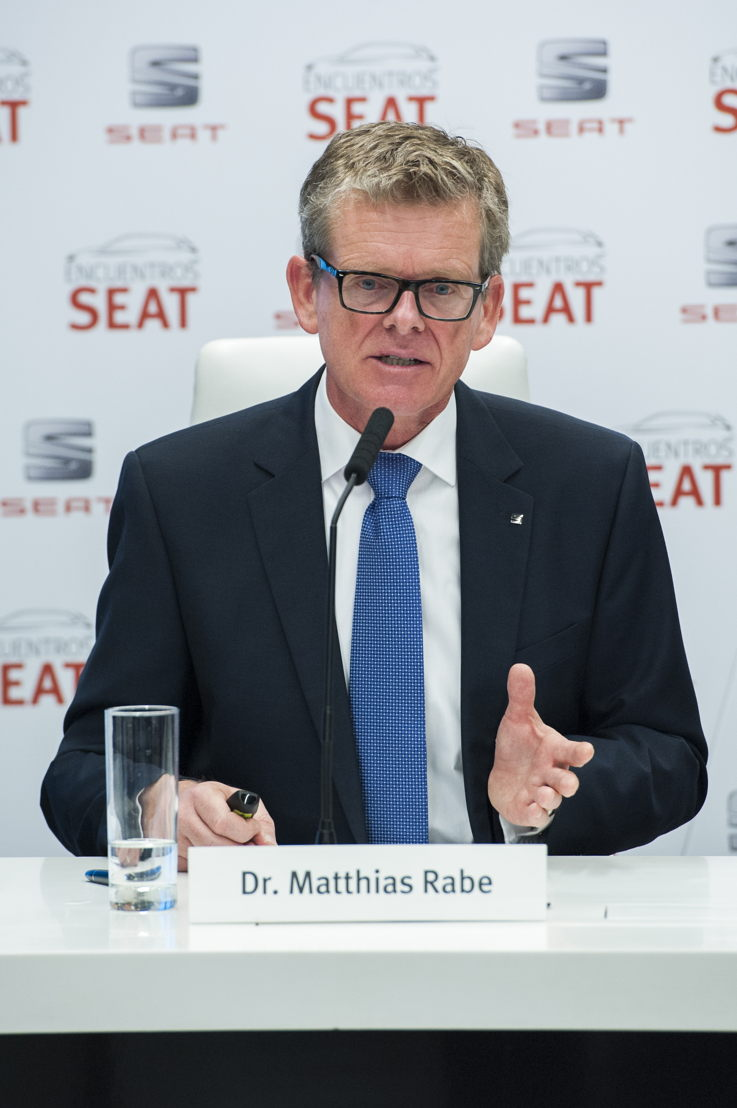 """SEAT Executive Vice-President for R&D Dr. Matthias Rabe at the """"Encuentros SEAT"""""""