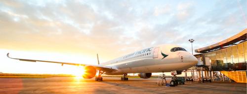 Le premier Airbus A350-1000 de Cathay Pacific s'envole à Hong- Kong