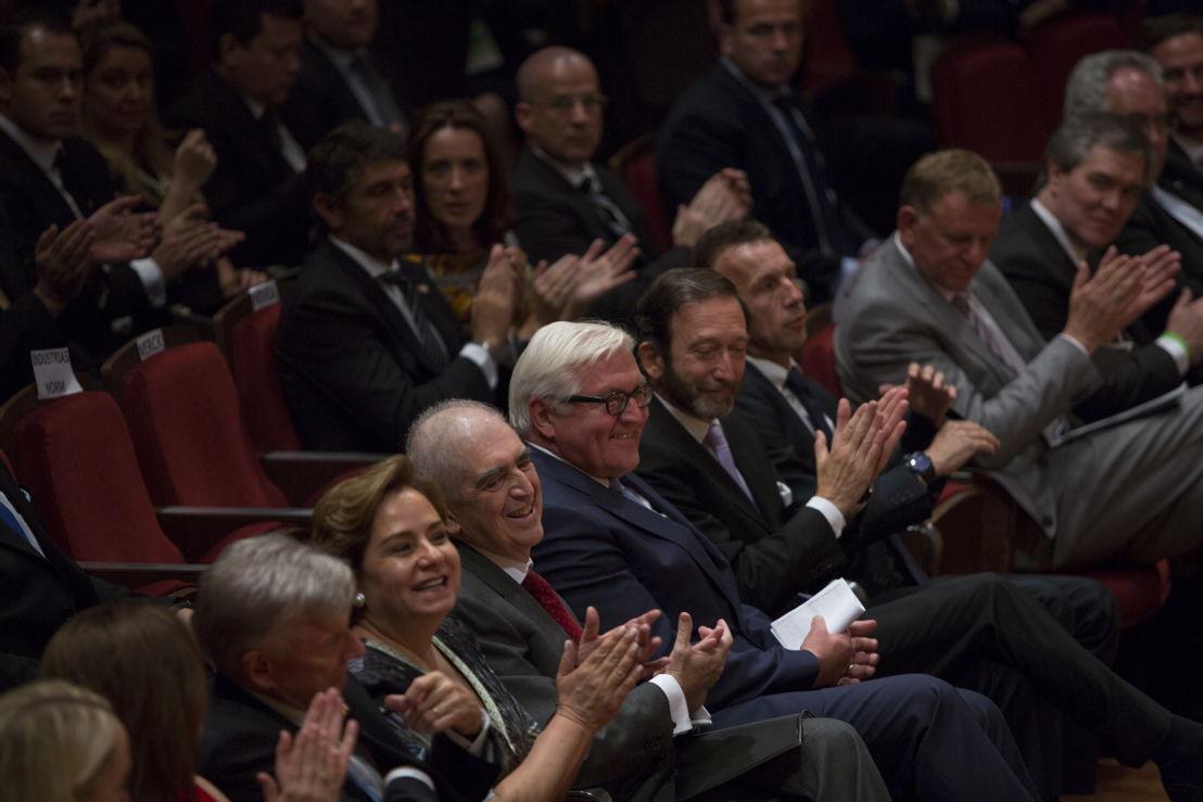 La embajadora de México en Alemania, Patricia Espinosa Cantellano, el Secretario de Cultura de México, Rafael Tovar y de Teresa, el Ministro de Relaciones Exteriores de Alemana, Frank-Walter Steinmeier, el embajador de Alemania en México, Viktor Elbling, entre otros, aplauden previo al concierto inaugural del Año Dual Alemana - México 2016-2017.