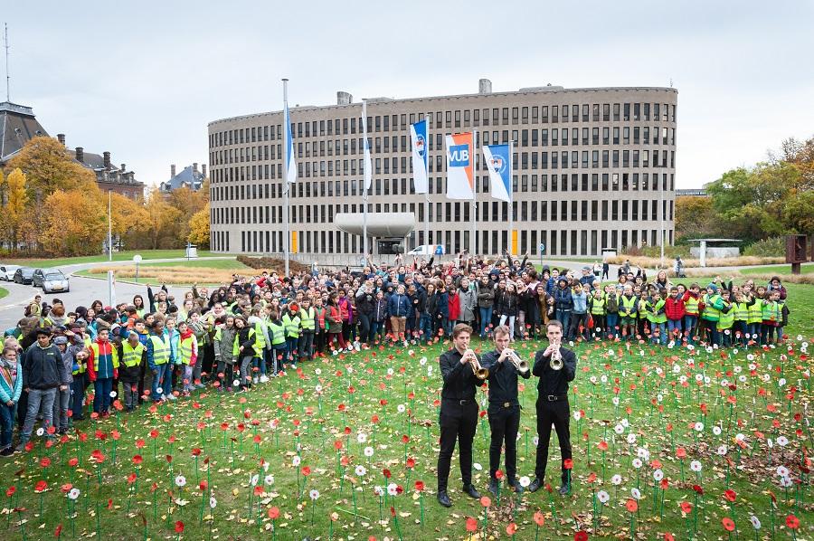 Als eerbetoon aan zij die omkwamen tijdens WOI, speelden leerlingen van Kunsthumaniora Brussel de Last Post.
